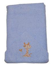 Detská osuška 75×120 cm s vyšívanou žirafou - modrá